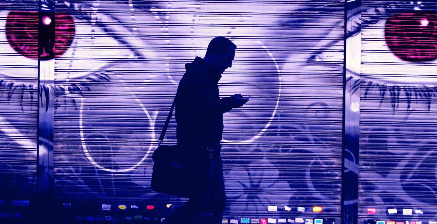 """L'incredibile storia di un uomo che ha spiato le app che lo spiavano. La denuncia: """"Sanno tutto di noi"""""""