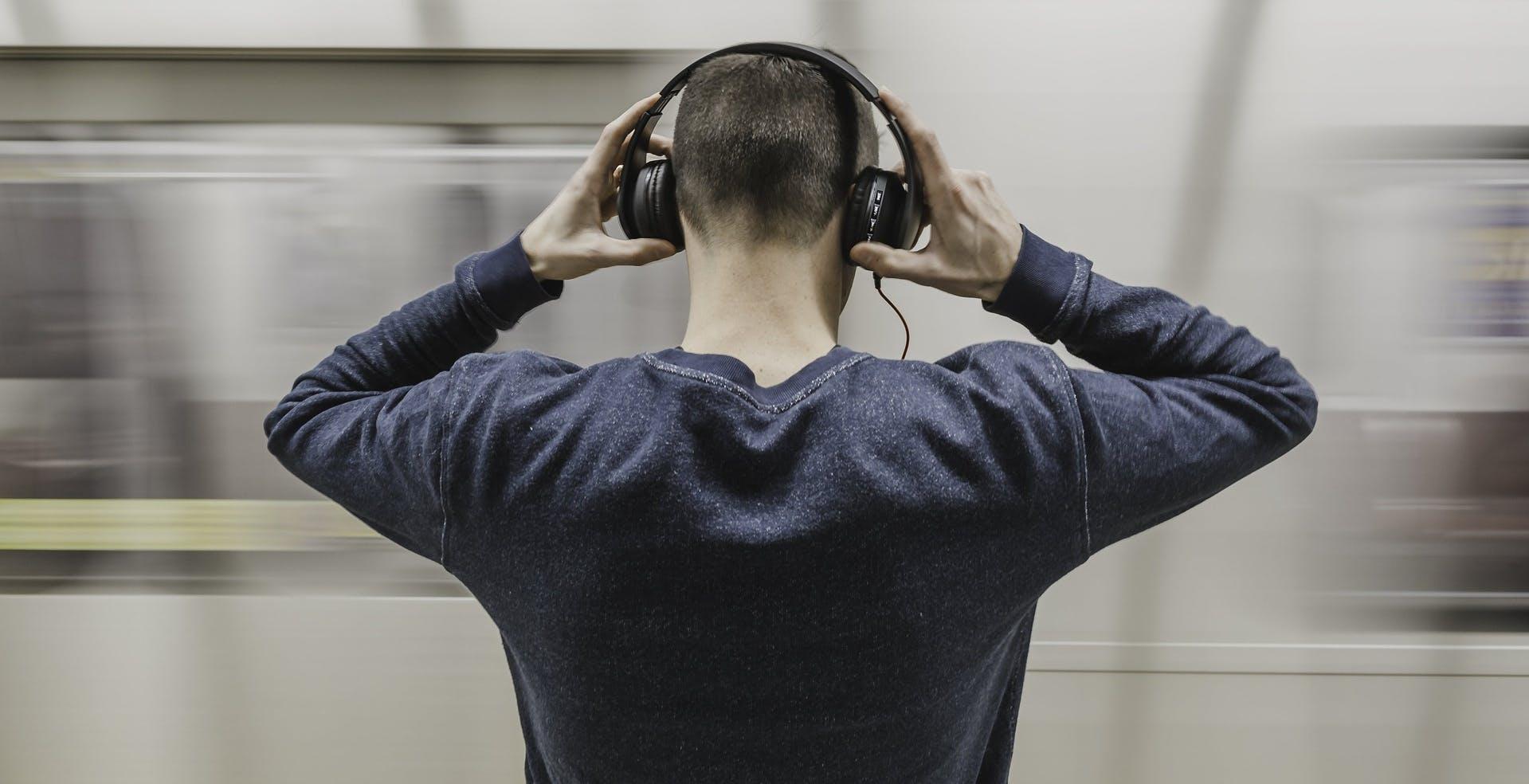 L'82% degli artisti britannici guadagna con lo streaming solo 200£ all'anno. È polemica