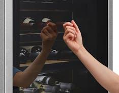 La vera cantina in casa. Così LG conserva 65 bottiglie di vino con temperatura e umidità perfette