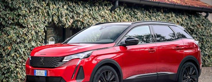 Nuovo 3008 Hybrid Plug-in: il SUV bestseller di Peugeot si rifà il trucco e poco altro