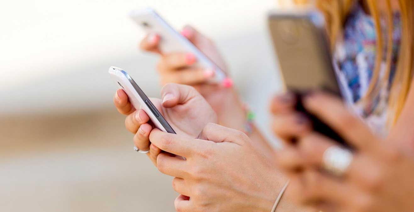 Arriva il cellulare di cittadinanza per chi ha un reddito ISEE inferiore a 20.000 euro e non ha uno smartphone