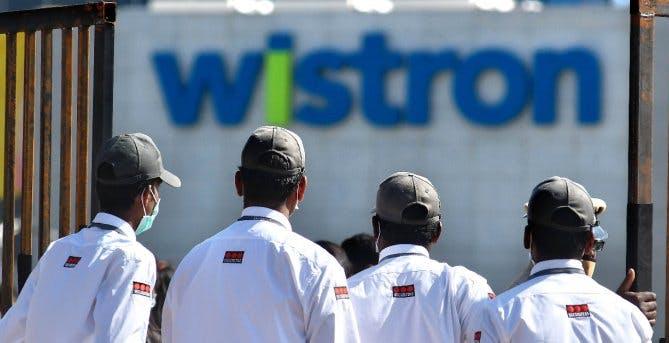 Wistron non paga gli operai che assemblano l'iPhone SE e loro spaccano tutto. Apple sospende i contratti