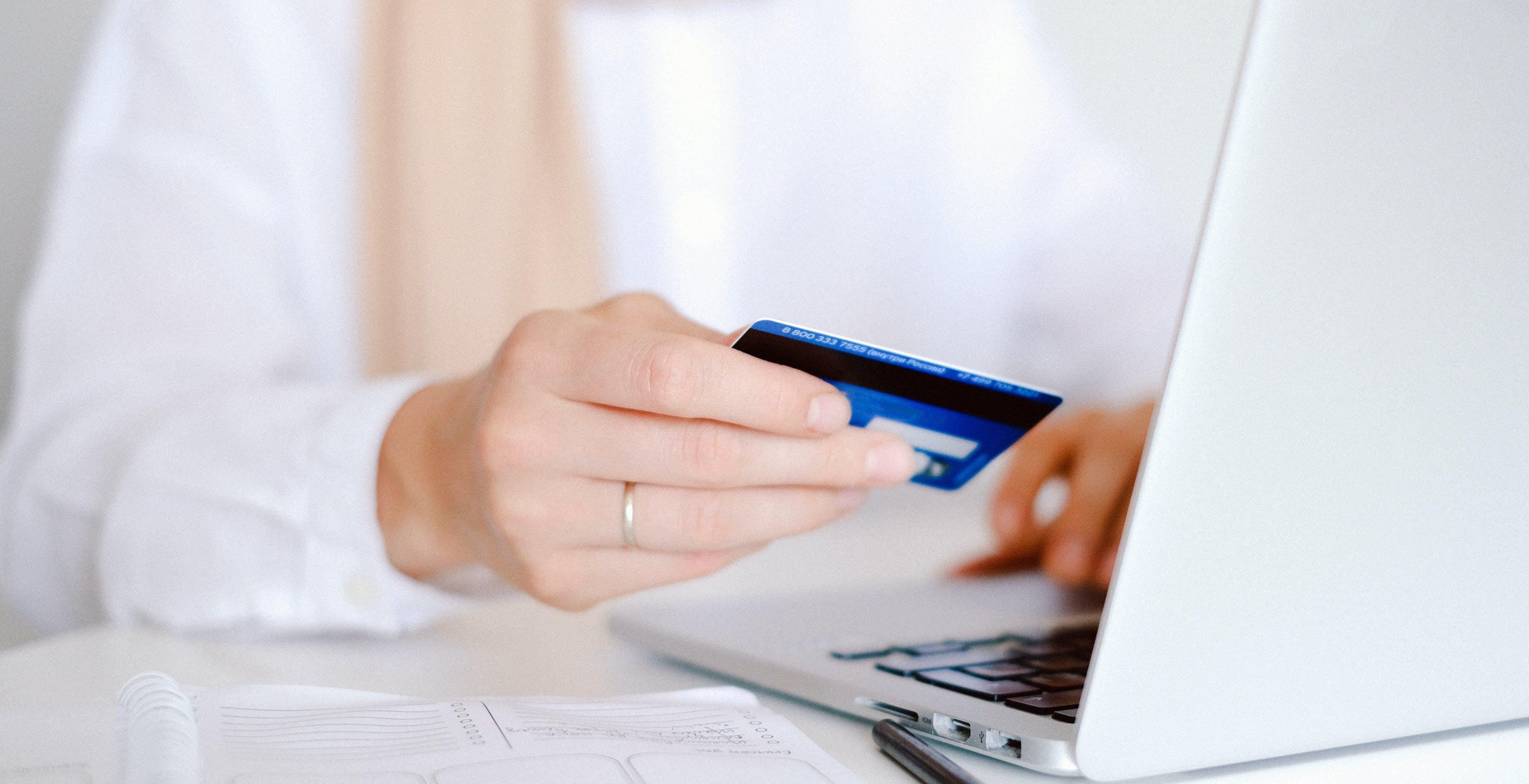 Come cambiano i pagamenti online dal 31 dicembre: arriva l'autenticazione forte