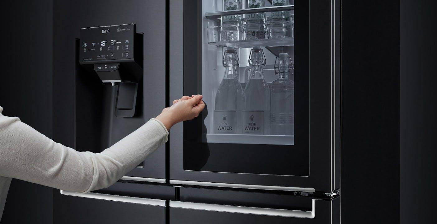 """""""Apriti frigo"""", con i nuovi frigoriferi InstaView di LG la porta si apre con la voce"""