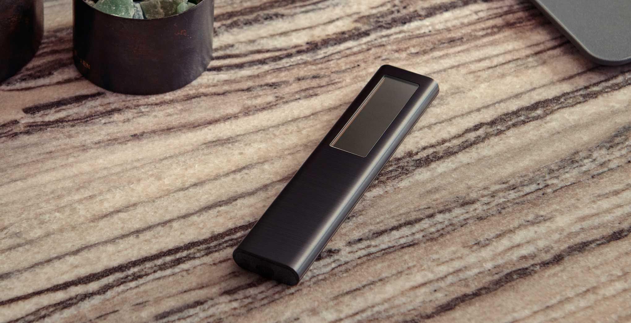 Il nuovo telecomando dei TV Samsung è fatto in plastica riciclata e si alimenta con la luce