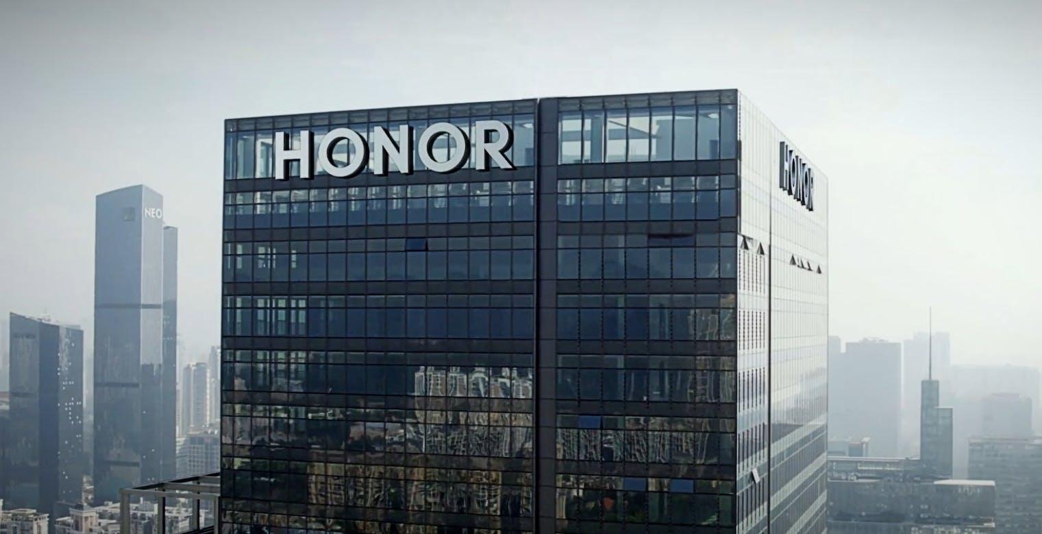Honor è tornata. Di nuovo in affari con Qualcomm e Intel, lancia l'Honor View40