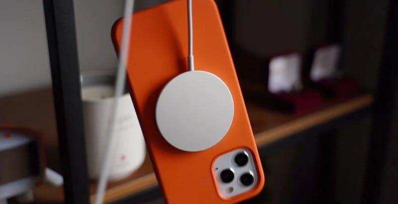 Il magnete di iPhone 12 può creare malfunzionamenti nei pacemaker. Le linee guida di Apple