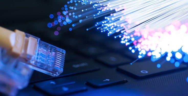 """Tim apre al coinvestimento della rete secondaria. """"Nel 2025 1.610 comuni con fibra ottica in aree grigie e nere"""""""