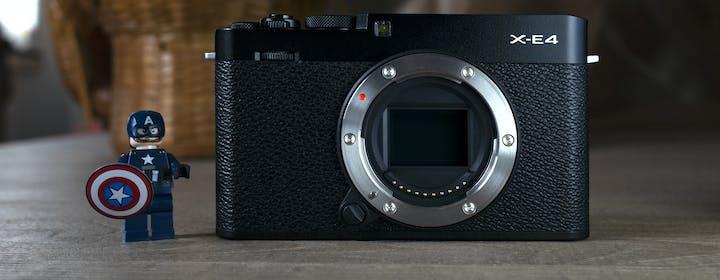 Anteprima Fujifilm X-E4: vuole fare la compatta ma ha aspirazioni da grande