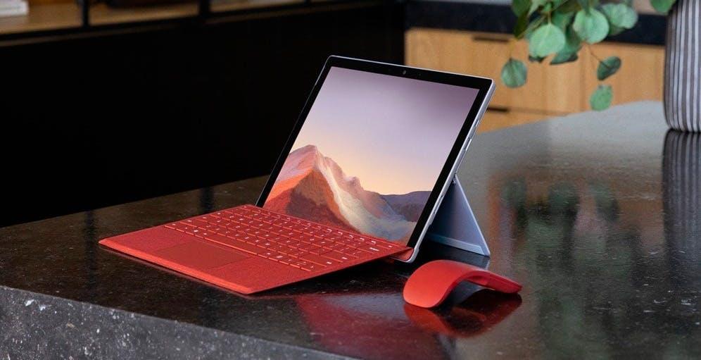 """Pubblicità Microsoft su Youtube: """"Surface Pro 7 molto meglio del MacBook Pro"""""""