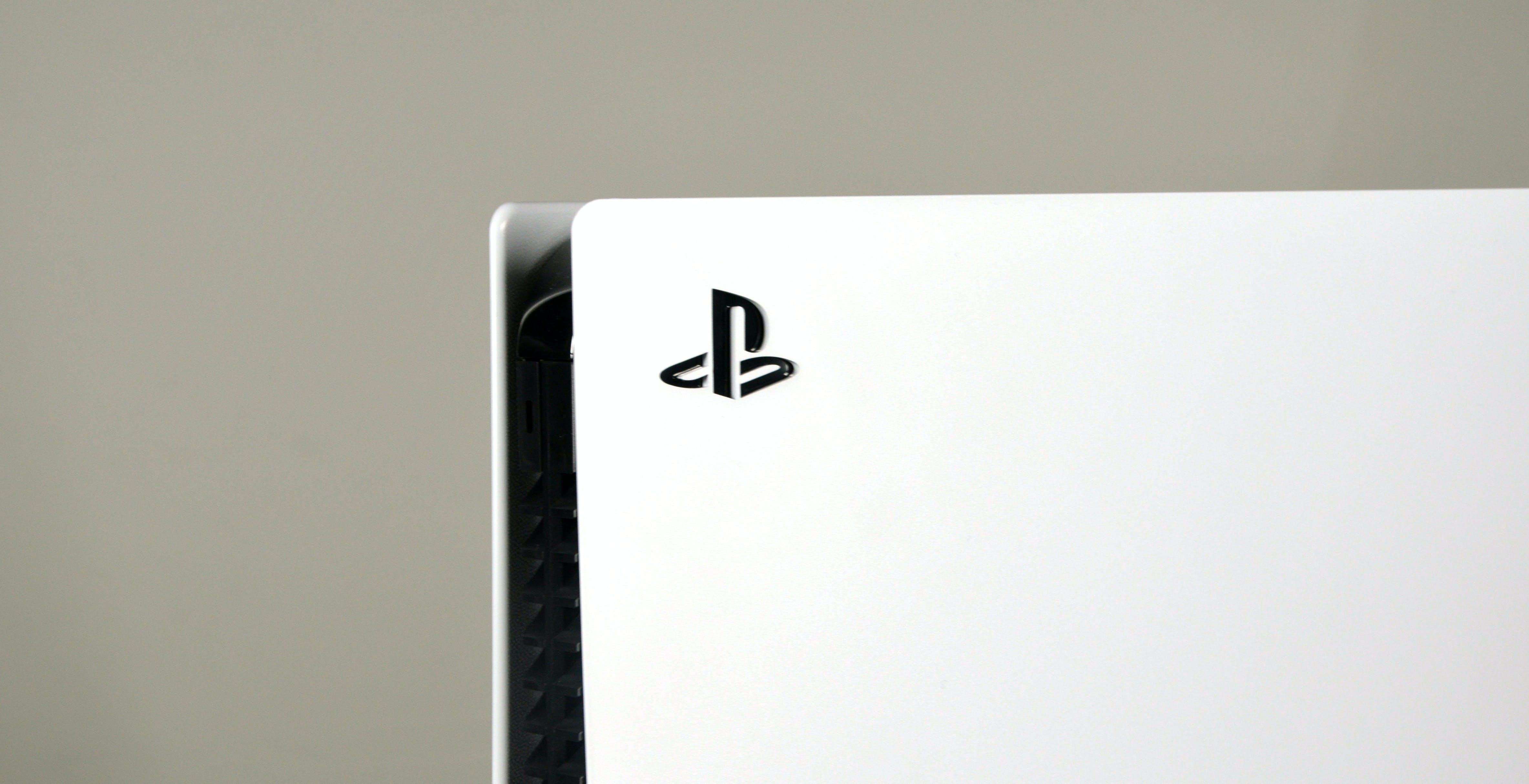 """PS5 come PS4: vendute al lancio 4,5 milioni di console. Sony: """"Difficile aumentare la produzione"""""""
