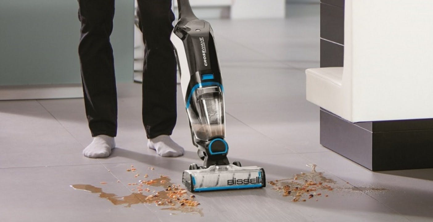Bissell Crosswave è la lavapavimenti senza fili che aspira, lava e si pulisce da sola quando è in carica