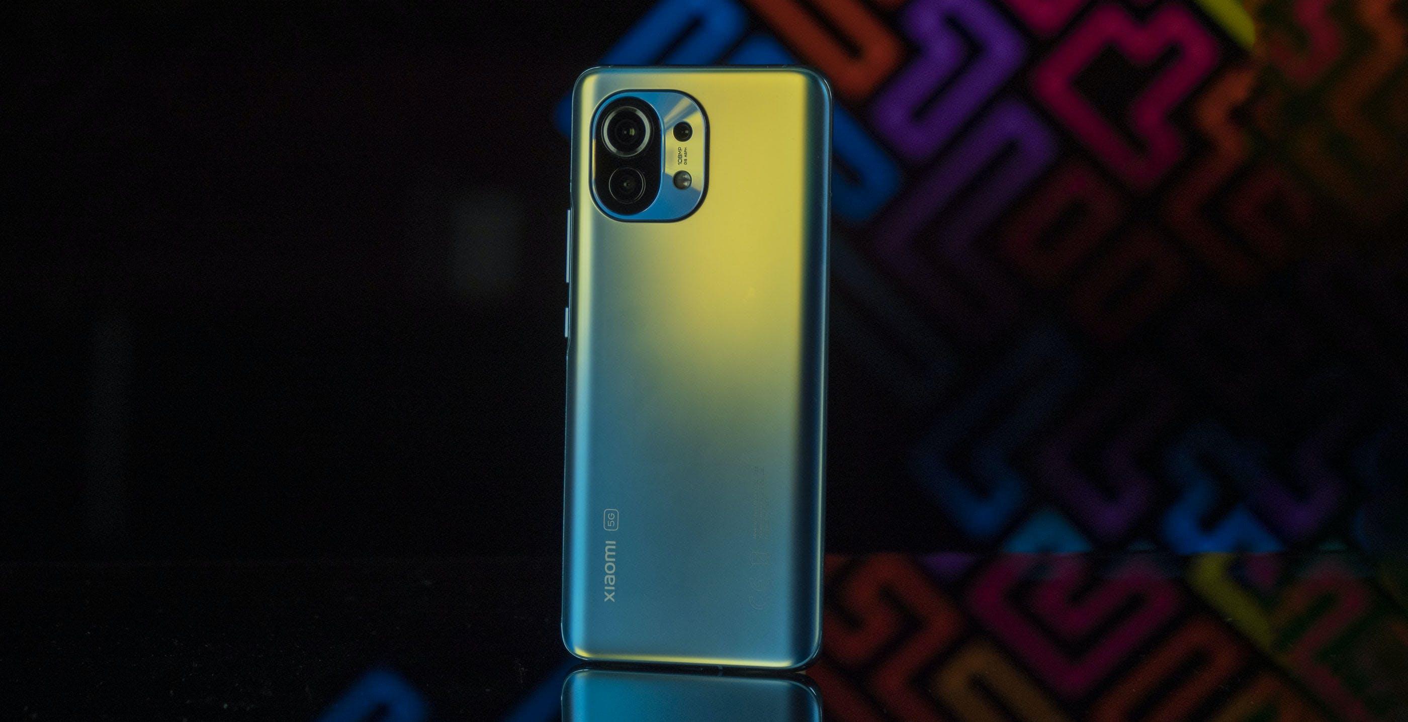 Xiaomi Mi 11, anteprima. Bello e completo, ma il Mi 10T Pro costa 300 euro in meno ed è davvero simile
