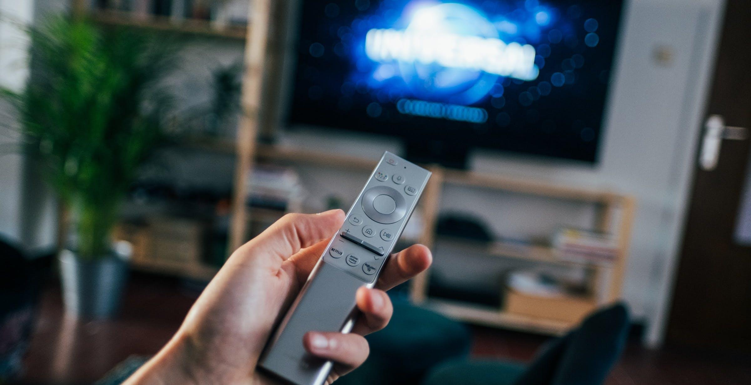 Più ascolti ma meno canali e introiti: la TV italiana nel 2020
