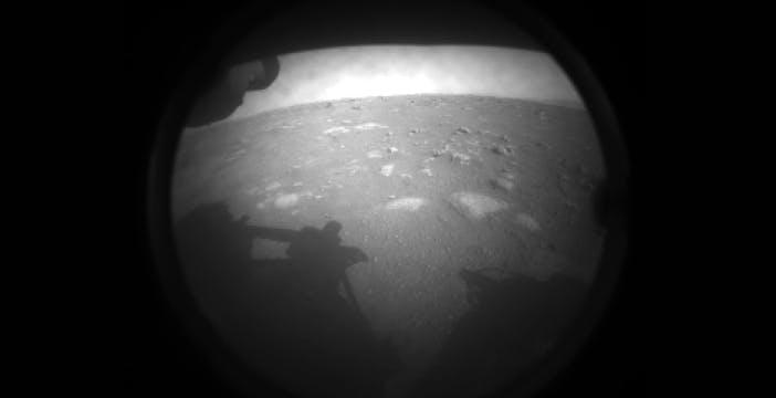Perseverance ce l'ha fatta! Le prime immagini del nuovo rover che ci dirà se c'è stata vita su Marte