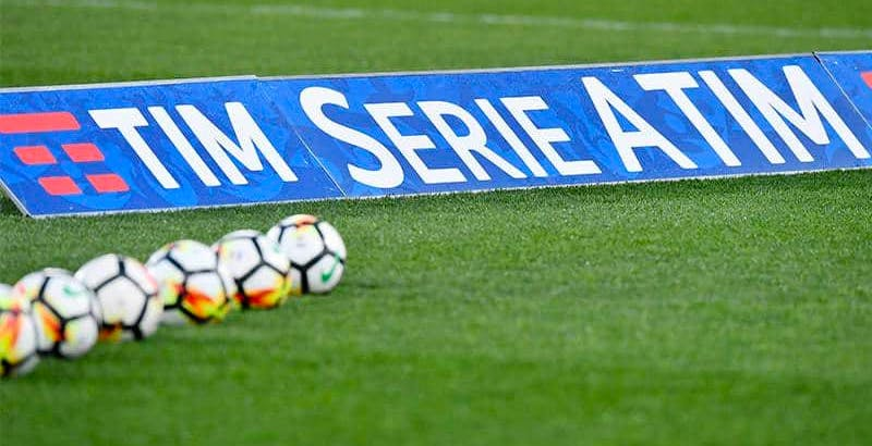"""Bloomberg: """"C'è TIM dietro DAZN. Per i diritti TV del calcio la telco darà 1 miliardo di euro"""""""