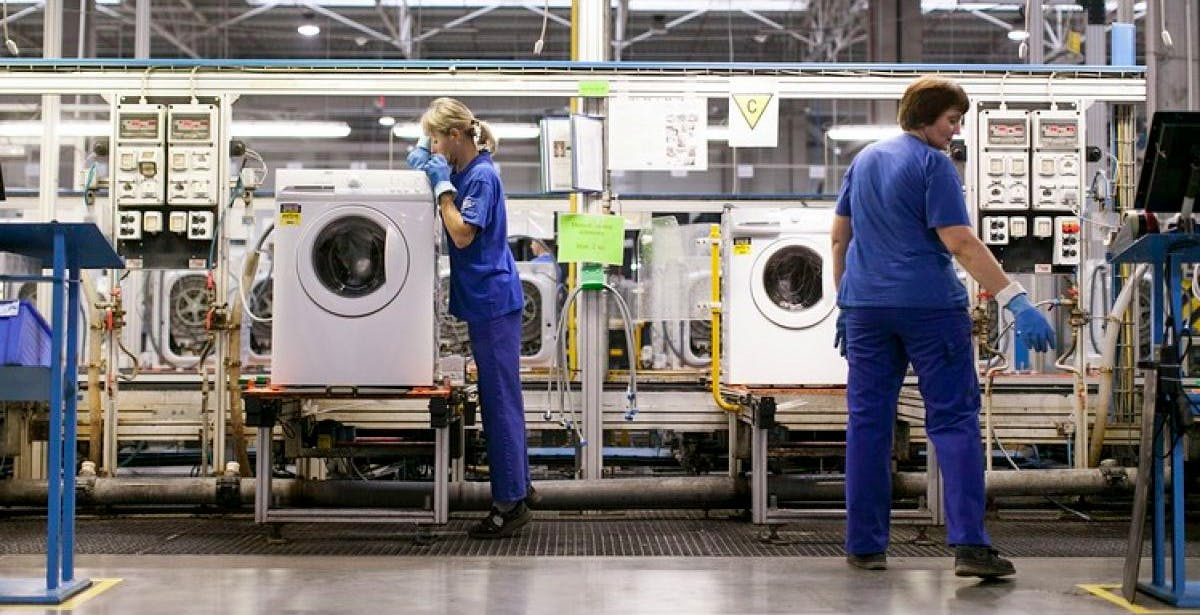 Crisi dei chip, Whirlpool ferma le linee produttive a Varese. Per i dipendenti cassa integrazione