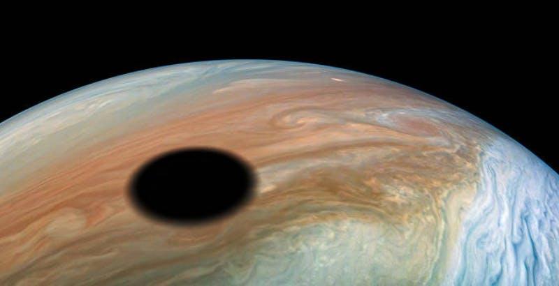 La sonda Juno danzerà tra Giove e le sue lune fino al 2025. Ecco i suoi piani