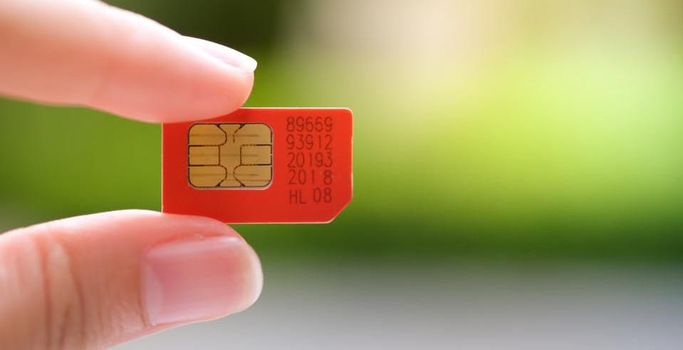 Sanzioni per più di 1 milione di euro per Vodafone e Wind Tre: hanno aggiunto costi fissi a SIM a consumo