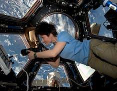Samantha tornerà nello spazio nel 2022 grazie al commercial crew program della NASA