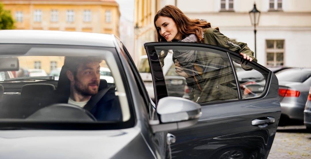 Uber cede: gli autisti del servizio nel Regno Unito avranno diritto a salario minimo, ferie e pensione