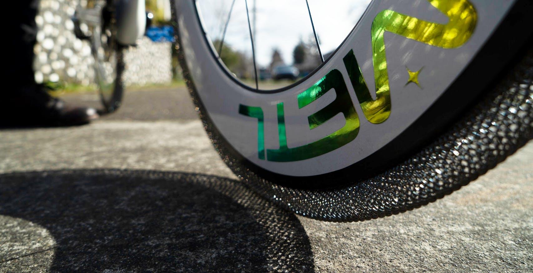 Dallo spazio alla bicicletta, la NASA porta sulla terra lo pneumatico a memoria di forma che non si sgonfia