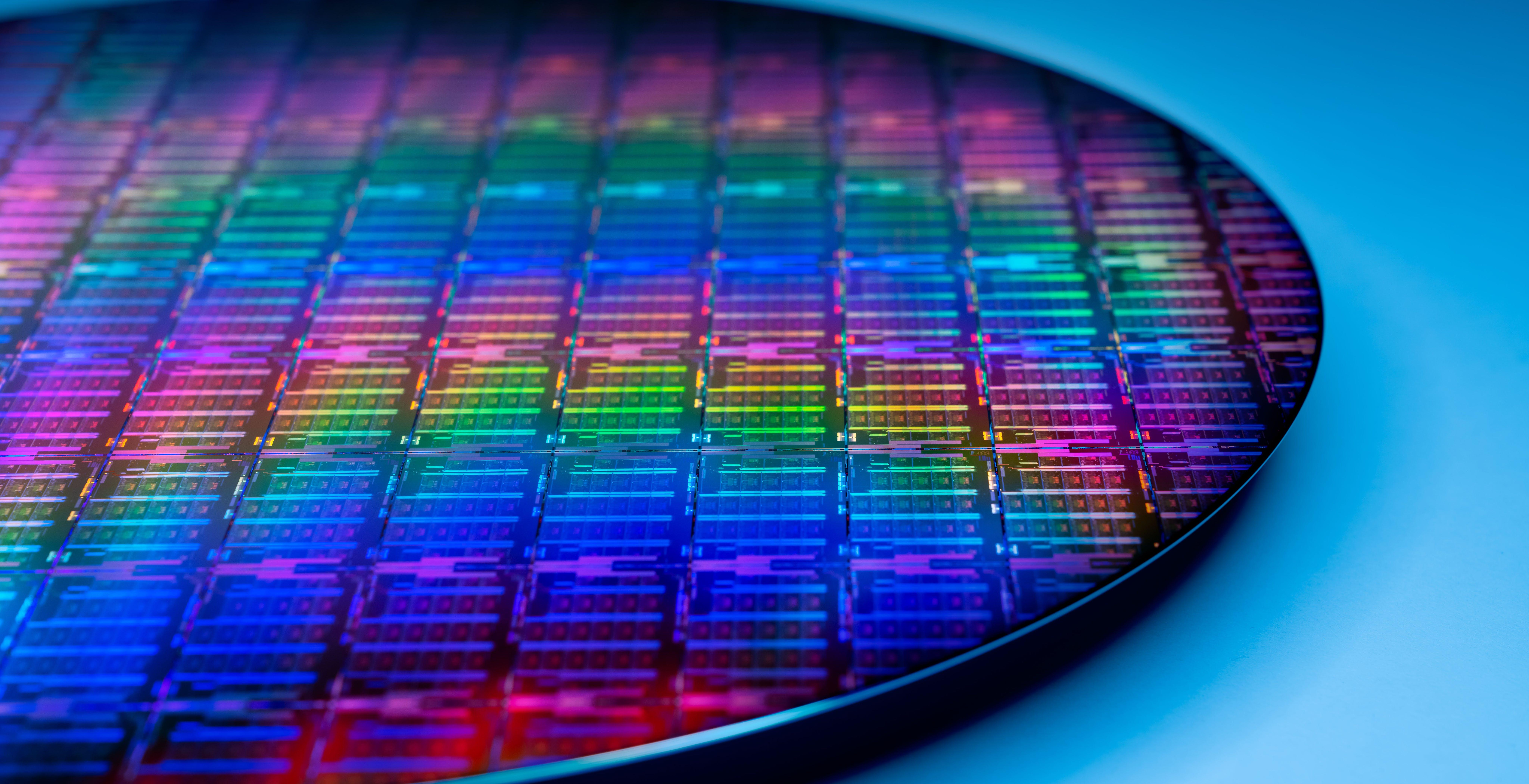 Intel cambia marcia, ed è pronta a produrre chip per altre aziende. Il viaggio verso Meteor Lake e i 7 nm procede spedito