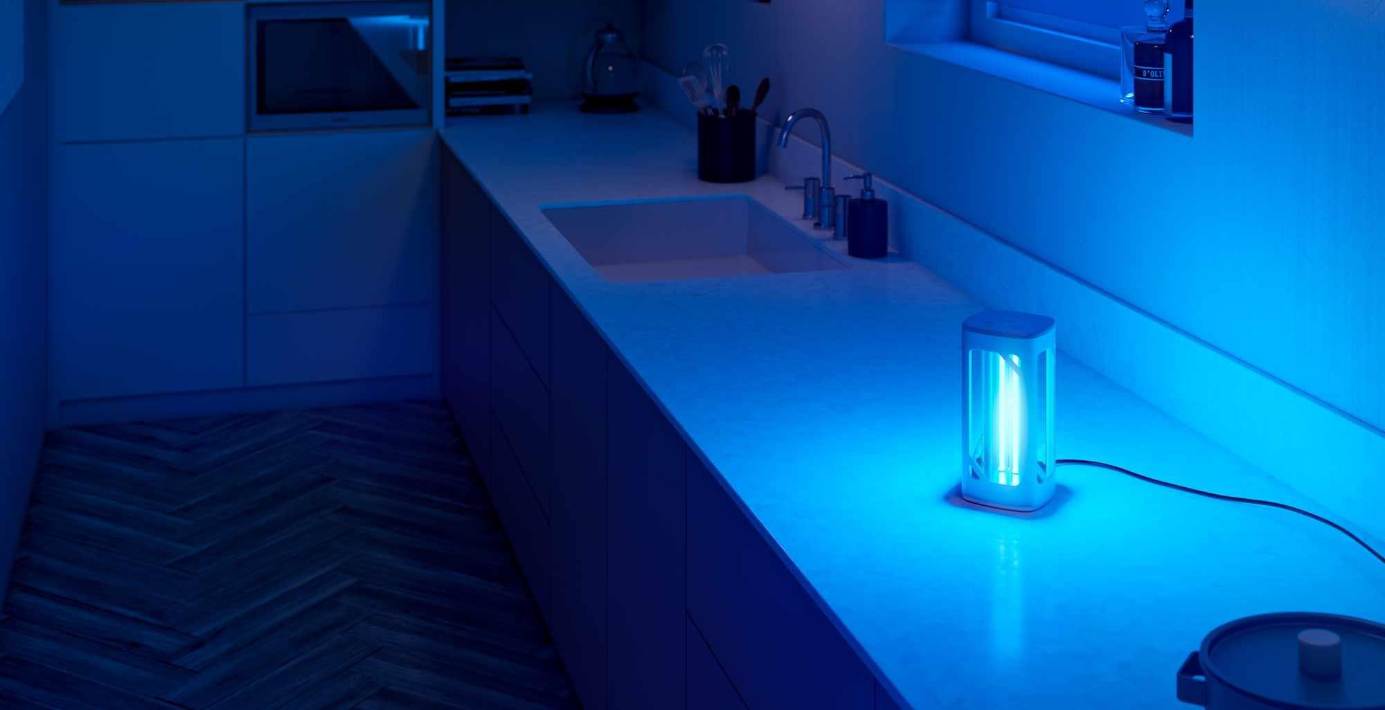 Disinfettare casa con i raggi UV: la prova della Lampada da Tavolo UVC Philips
