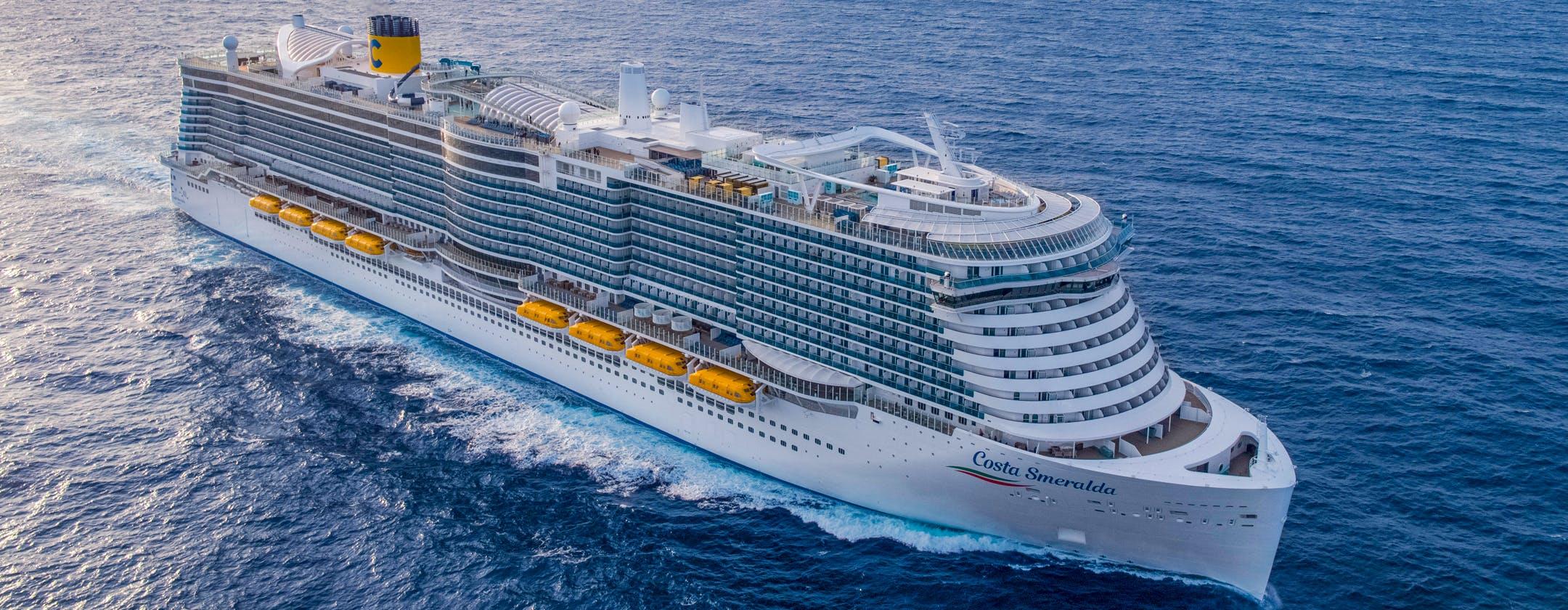 L'incredibile tecnologia della Costa Smeralda: plancia, motori, teatri, regie video, diffusione audio e impianti di una città in mezzo al mare