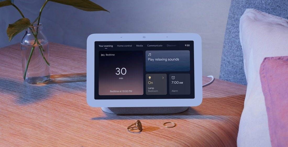 Nest Hub, sveglia perfetta per il comodino. Analisi del sonno, ampio display e musica: arriva il 4 maggio