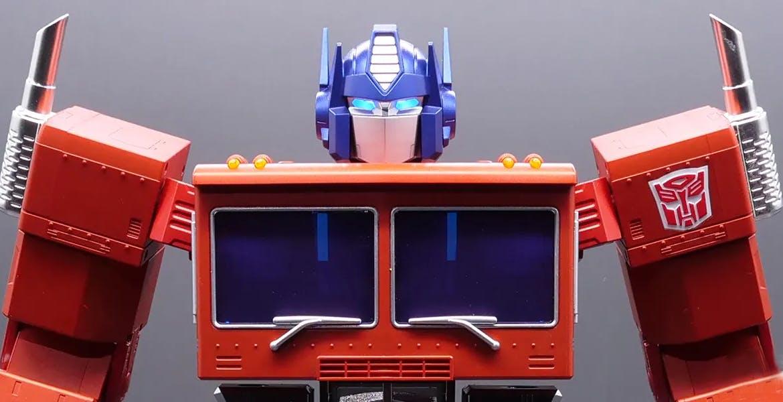 Hasbro ha creato un Optimus Prime giocattolo che si trasforma da solo