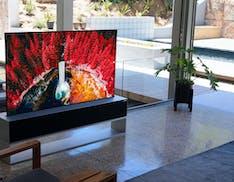 Il TV LG che si arrotola ora si può prenotare anche in Italia. Per il nuovo modello 2021 servono 100.000 euro