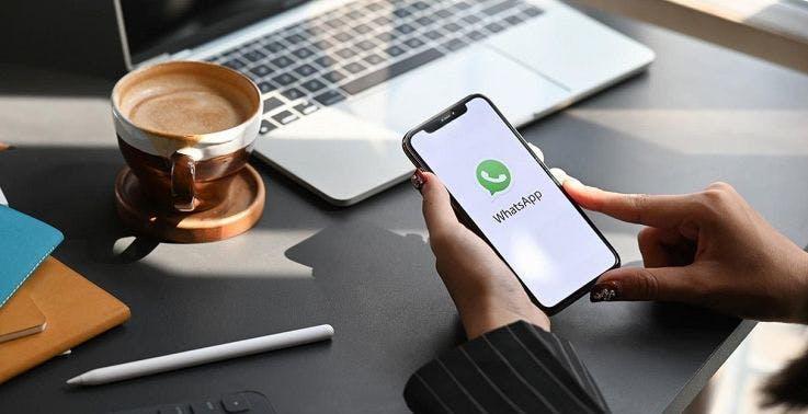 Chiunque può bloccare un account WhatsApp conoscendo il numero di telefono. A Facebook va bene così