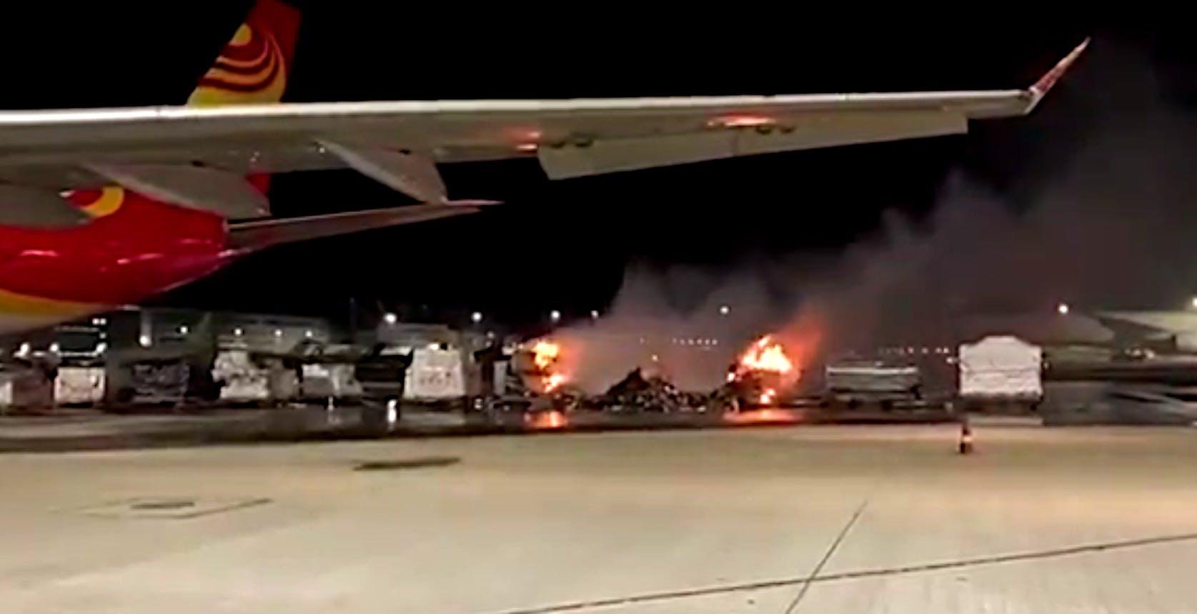 Un intero carico di smartphone Vivo a fuoco nell'aeroporto di Hong Kong. Bloccate le esportazioni
