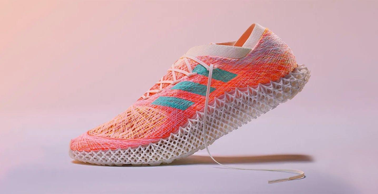 Adidas ha creato un robot che può cucire la scarpa perfetta per il piede dell'atleta in 60 minuti