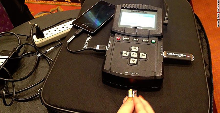 """Signal ha bucato il software usato dalla polizia per sbloccare i telefoni: """"È pieno di vulnerabilità"""""""