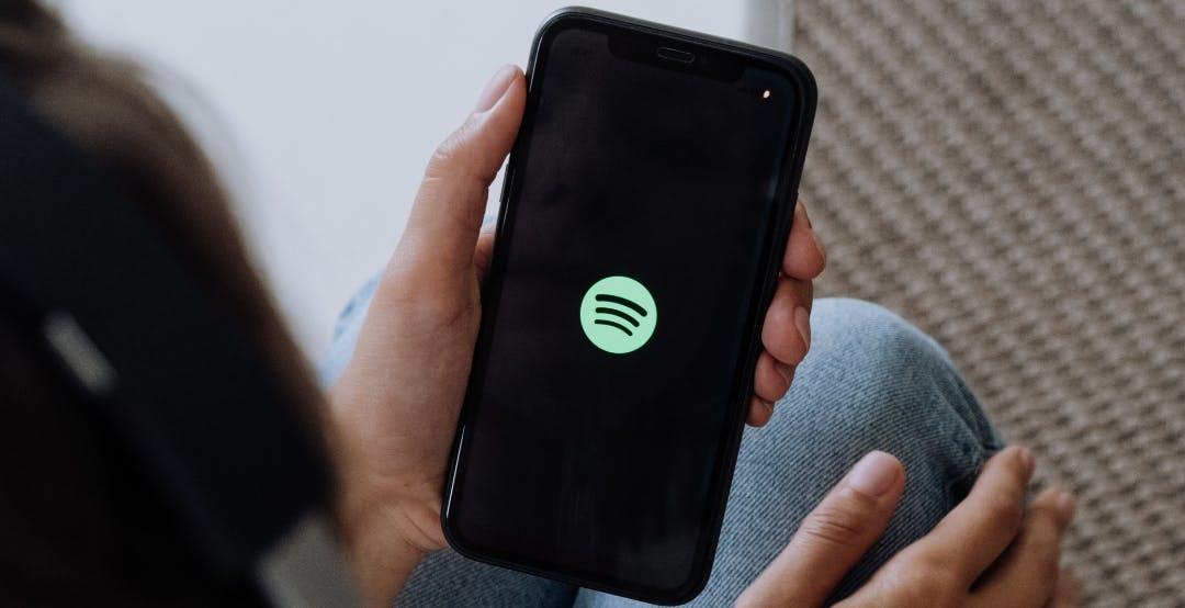 Spotify aumenta il prezzo degli abbonamenti, ma non in Italia. Intanto il fondatore vuole comprarsi l'Arsenal