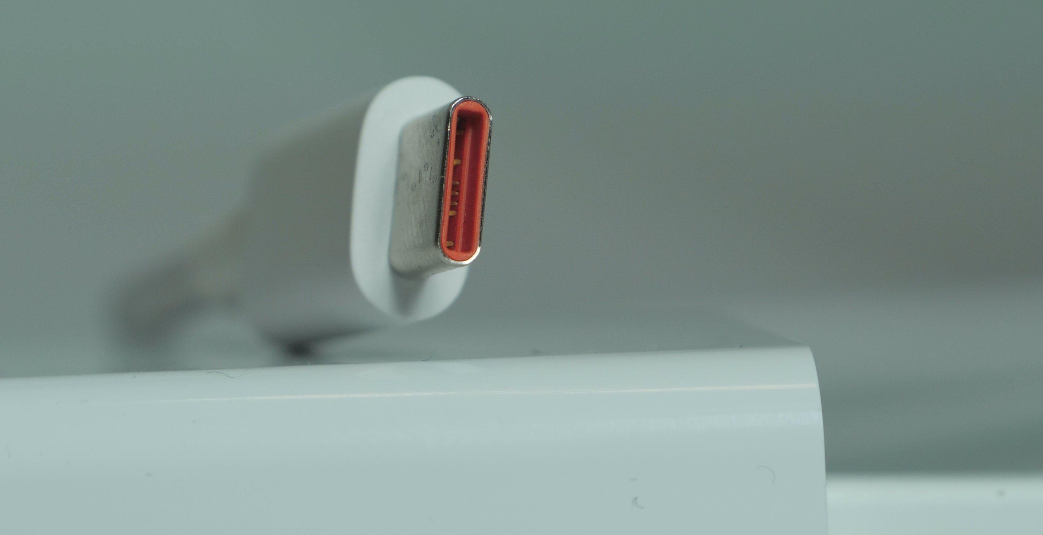USB 3.0, tutti la vogliono quasi nessuno la usa. Il 99% dei cavi sono a bassa velocità