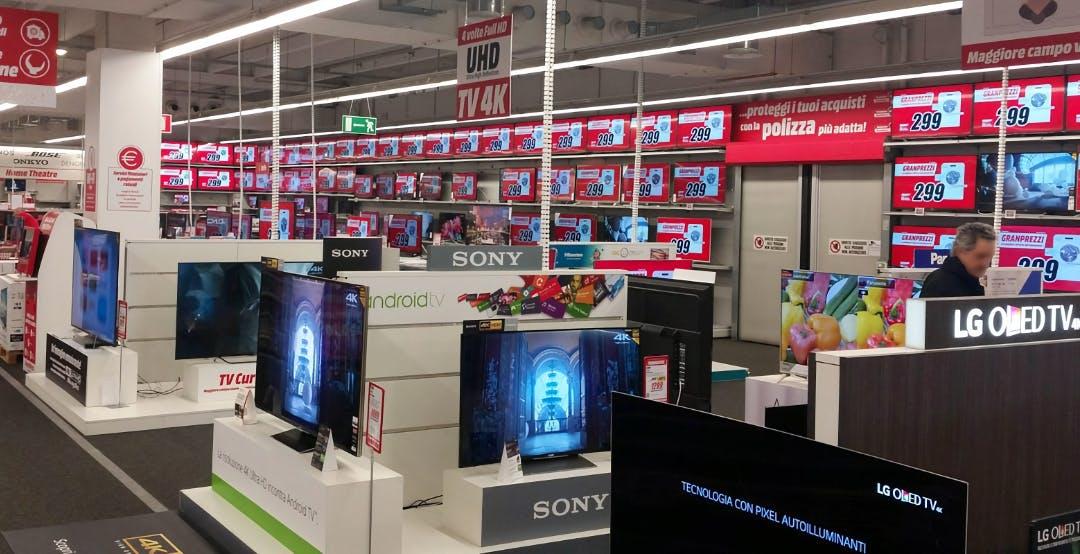 I grandi negozi di elettronica chiedono la riapertura dei centri commerciali nei weekend