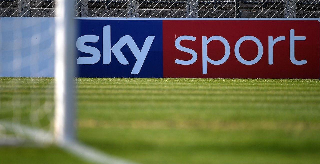 Sky, mossa anti-disdetta: pacchetto calcio gratis per tre mesi agli abbonati