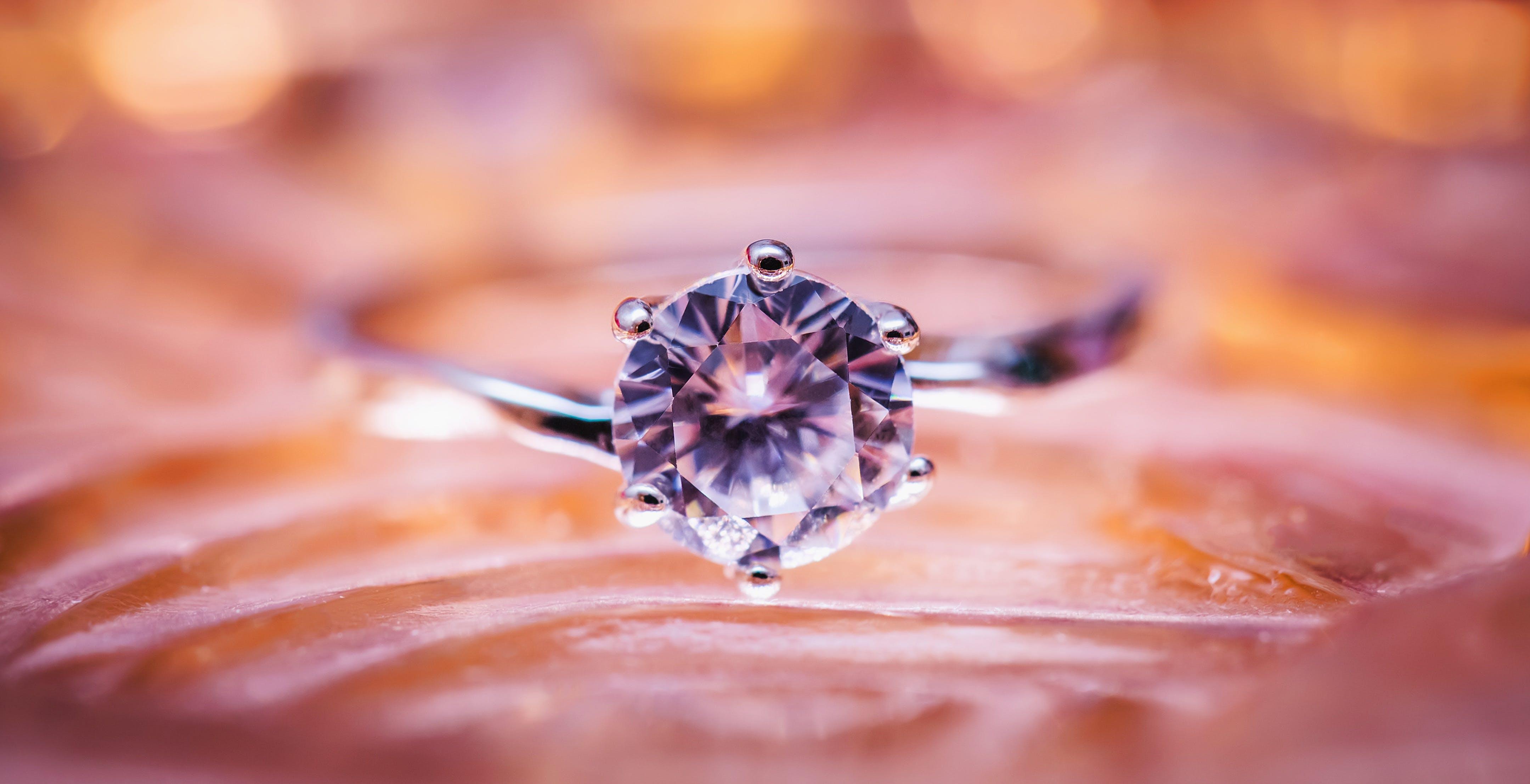 Pandora, basta diamanti naturali. Dal 2022 userà solo diamanti creati in laboratorio
