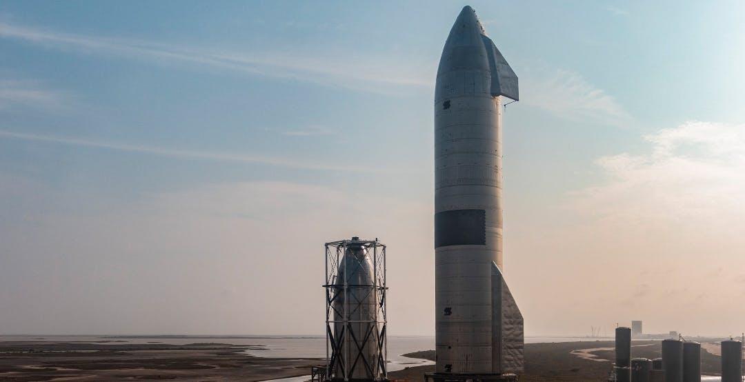 Per la prima volta la Starship di SpaceX atterra senza esplodere. Ma il contratto con la NASA è in stand-by