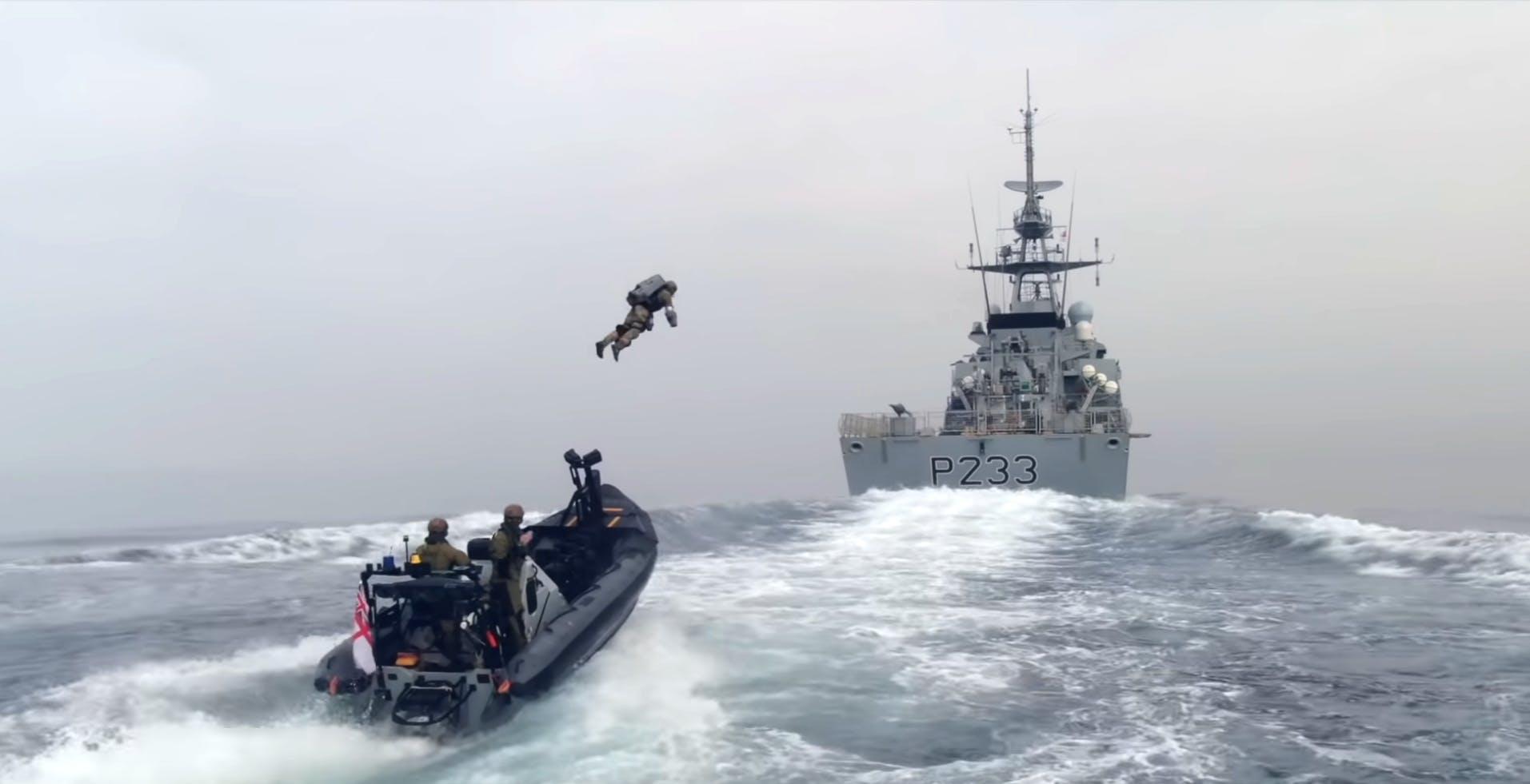 L'assalto ai pirati del mare arriva dal cielo. Pronte le tute stile Iron Man per la marina britannica