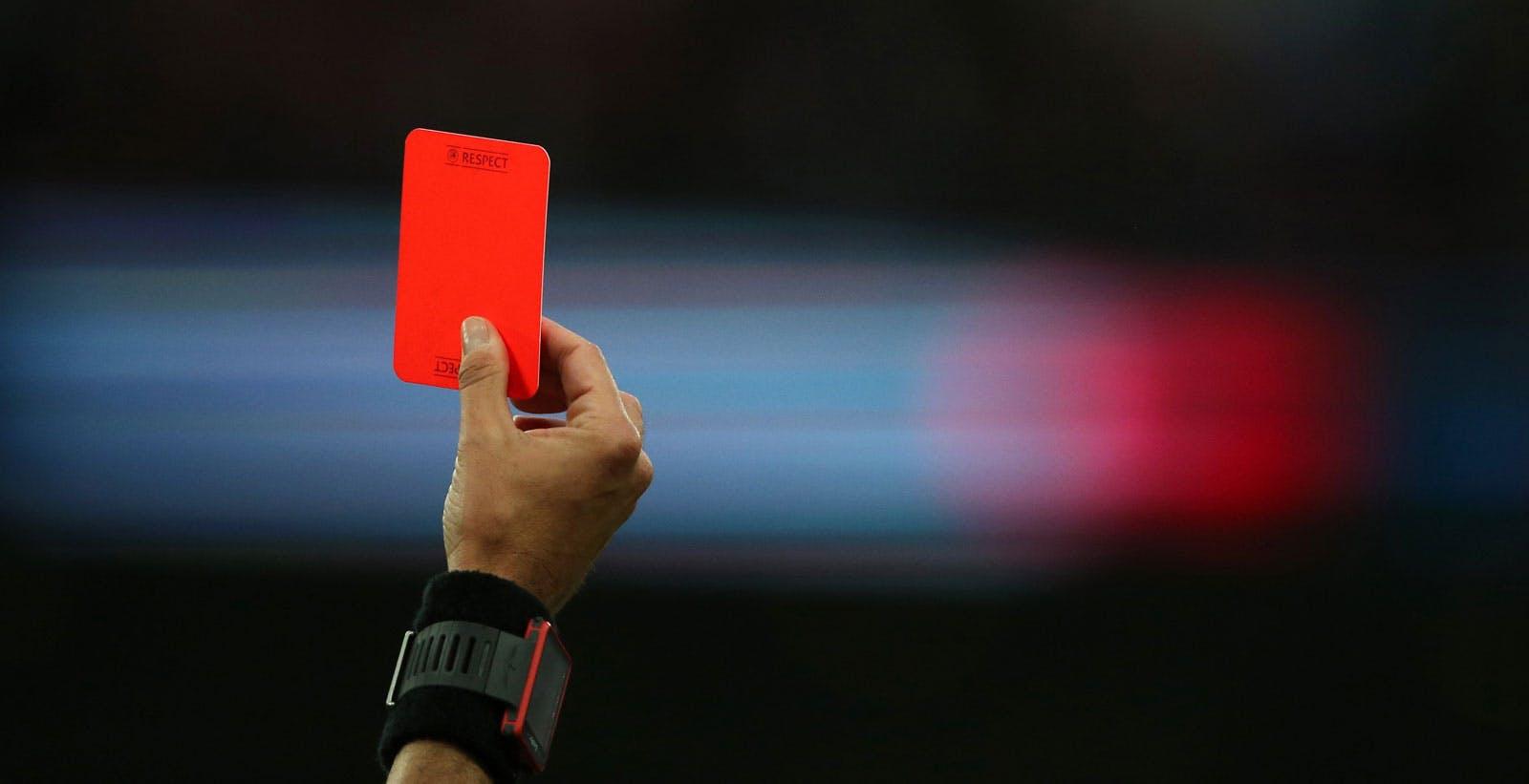 Calcio a sbafo, arrivano le multe per gli utenti finali. Il pezzotto in Italia ha vita breve