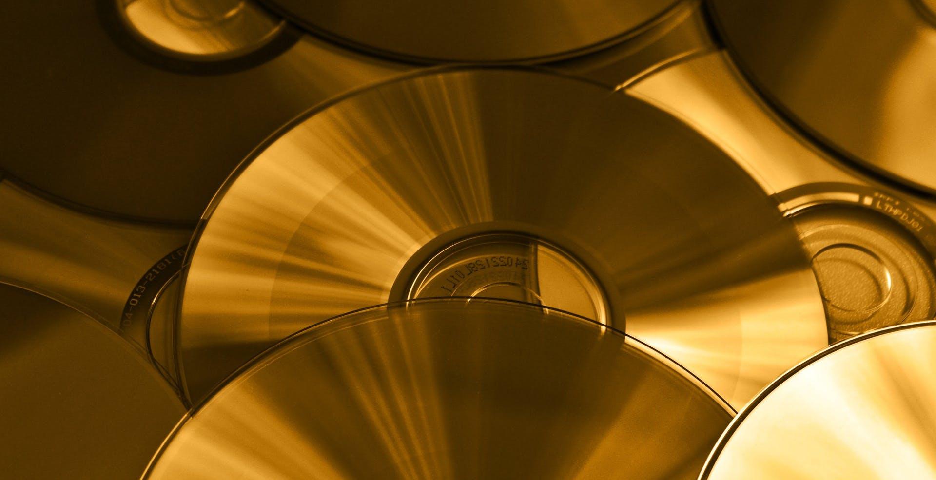 Con un nuovo nanomateriale si potrebbe ottenere un disco ottico da 700 TB.  L'equivalente di 28.000 Blu-ray