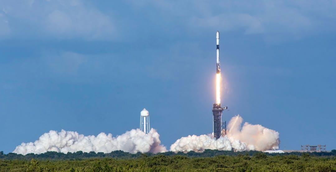 Con l'ultimo lancio, il Falcon 9 di SpaceX ha completato con successo 100 voli di fila