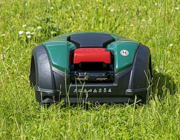 Robomow RK2000: abbiamo provato un robot tagliaerba e ha funzionato a meraviglia