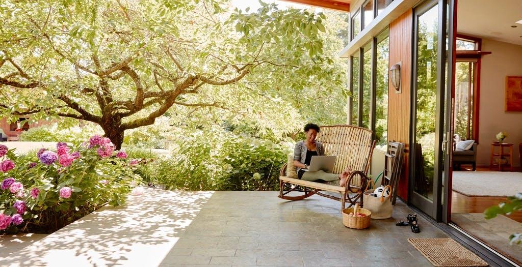 Airbnb cerca dodici persone che vogliano girare il mondo gratis per un anno facendo smart working