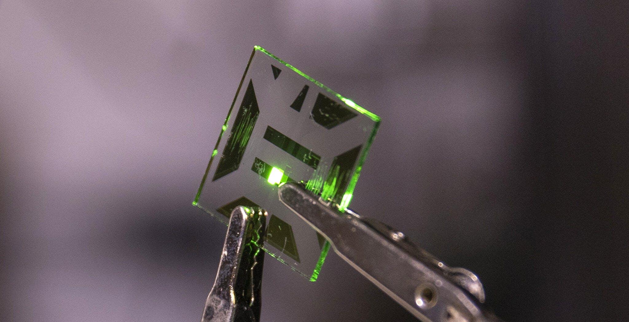 Pannelli OLED più efficienti grazie ad un nuovo elettrodo trasparente. Dall'indio-stagno si passa al rame-argento