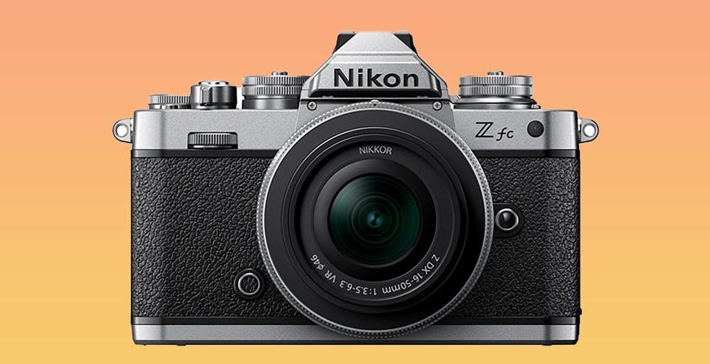 Nikon Z fc è la mirrorless che si rifà alle linee del passato. Tornano le macchine con le ghiere